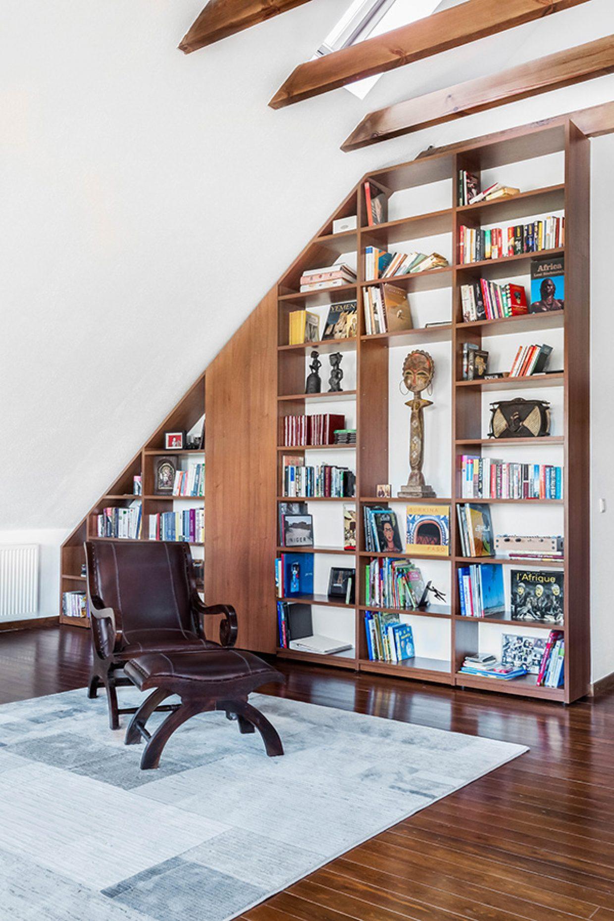 Book shelf 900x600 02